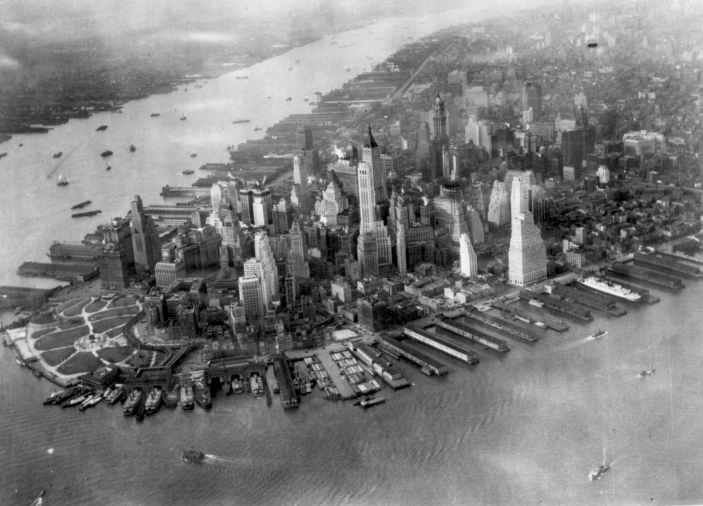 Het stadsdeel Manhattan in 1931. U.S. National Archives Original file: american_cities_047.jpg. Bron: https://nl.wikipedia.org/wiki/New_York_(stad).