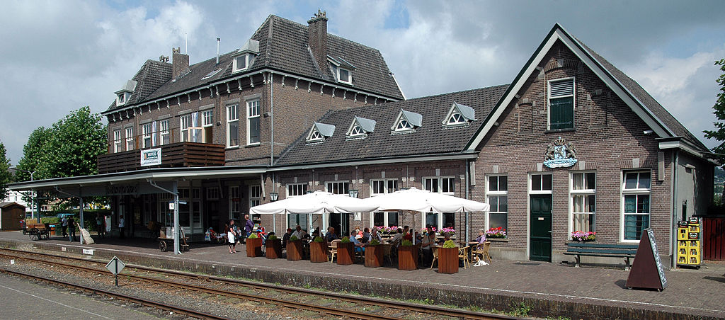 Station Simpelveld in de zomer van 2010. Bron: Wikiepdia Wammes Waggel • CC BY-SA 3.0.